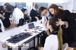 怎么学化妆比较快?听厦门悦风美妆学院资深导师讲述!